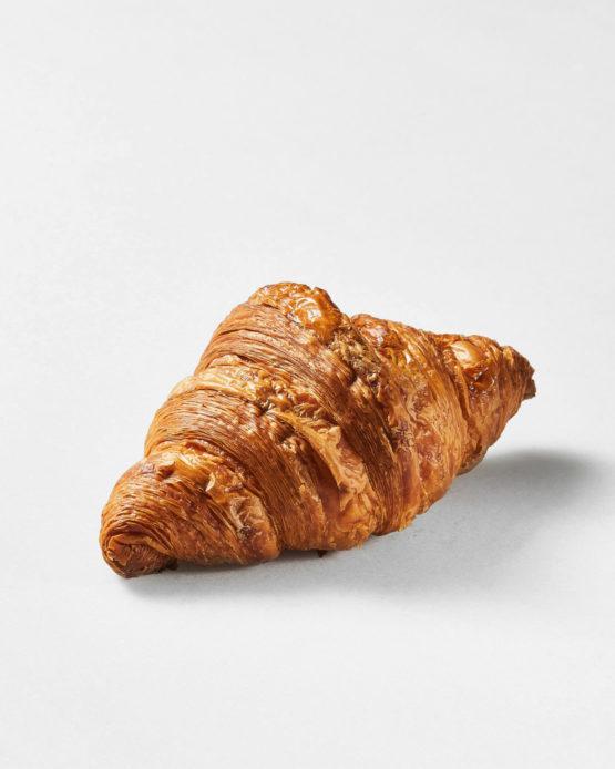 Croissant clásico gourmet.