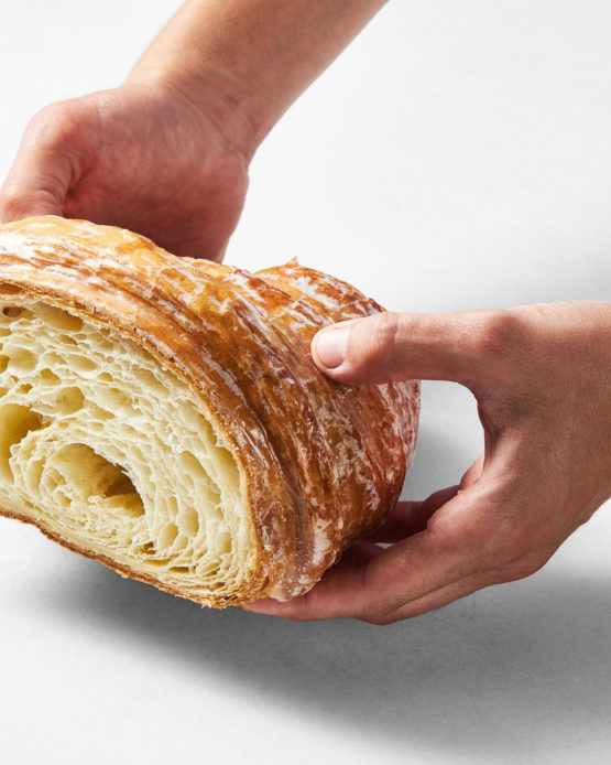 Comprar croissant gigante clásico.