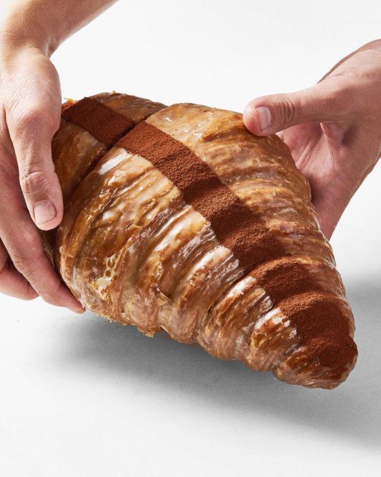 Comprar croissant gigante relleno.