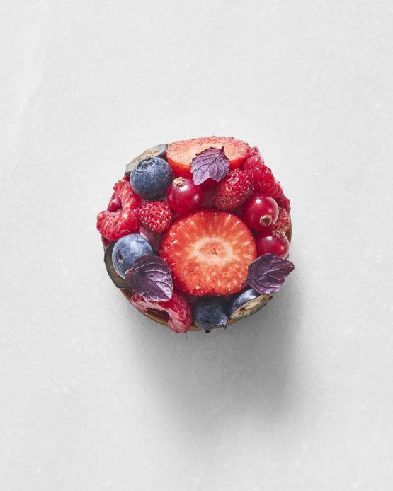 Tartaleta individual de frutos rojos.